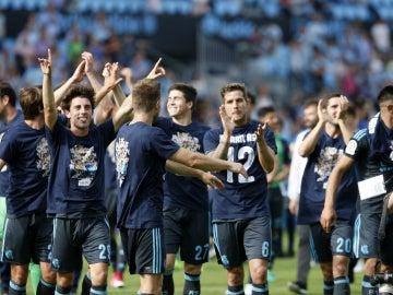 Los jugadores de la Real Sociedad celebran un triunfo