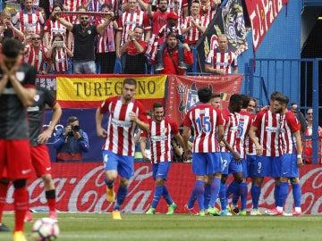 El Atlético celebra un gol ante el Athletic