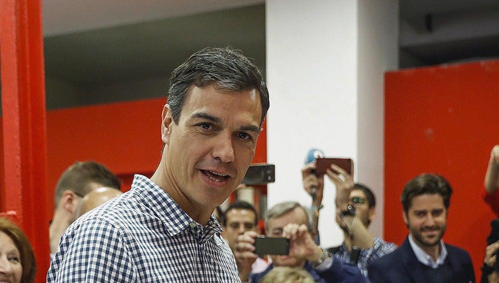 Pedro Sánchez vota en Pozuelo, Madrid