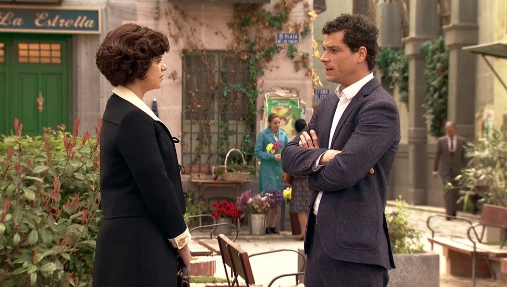 Rafael confiesa a Marta que escondió el pasaporte falso de Alonso