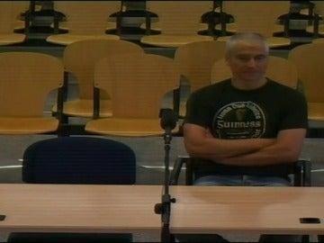 Frame 5.513299 de: El etarra 'Txapote' se niega a declarar en el juicio por un atentado cometido en 1995 en Guipúzcoa