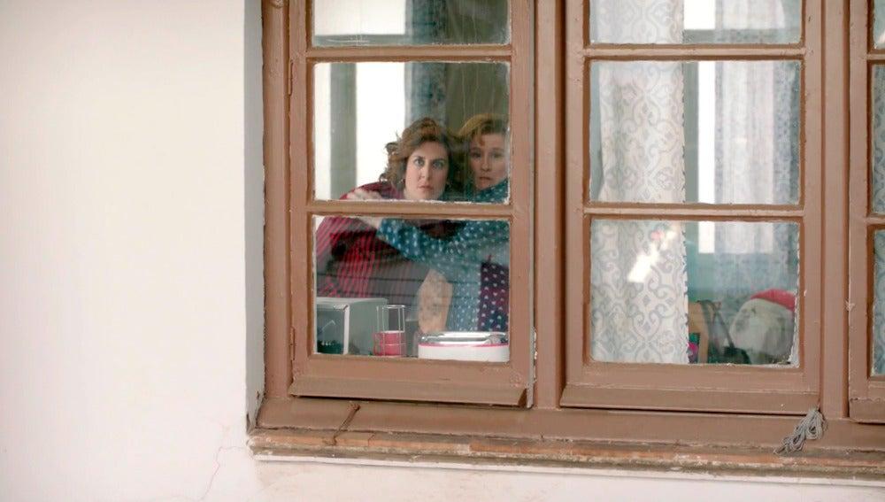 Las vecinas descubren el 'rollo bollo' de Dolores y Celia