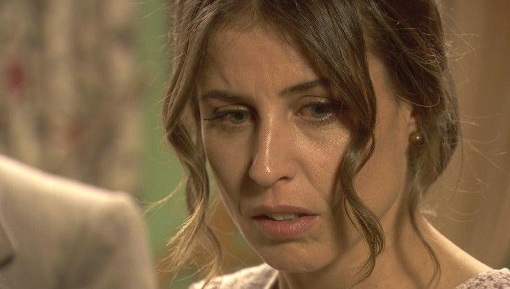 Adela acaba con la ilusión de Carmelo al querer irse de Puente Viejo