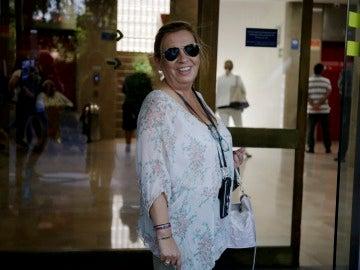 Carmen Borrego visita a su madre, Mª Teresa Campos, en el hospital