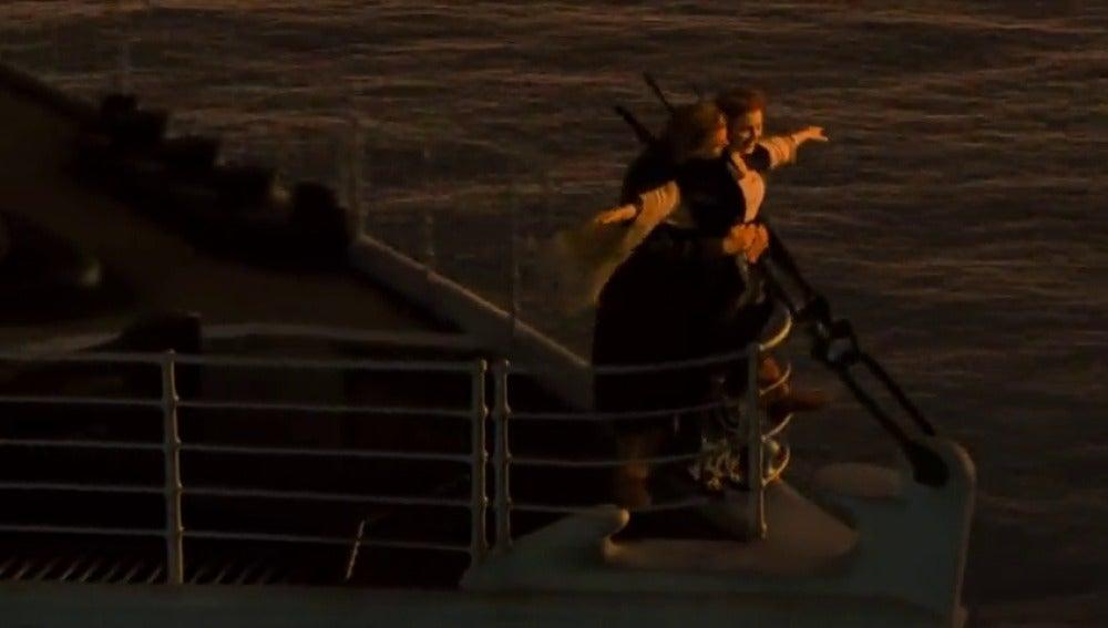 Frame 70.874104 de: El tema principal de la película Titanic es una de las más rentables de la historia
