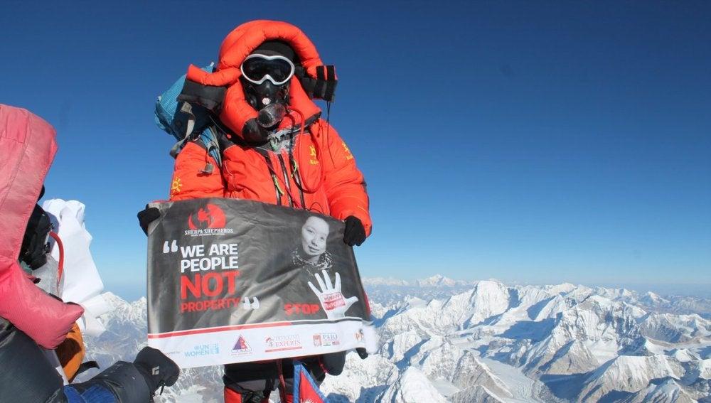 Kanchhi Maya Tamang, víctima del tráfico de mujeres, conquistado el monte Everest