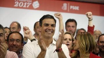 Pedro Sánchez celebrando su victoria en las primarias del PSOE