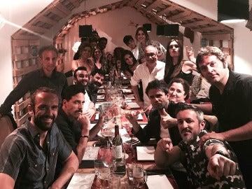 Los actores de 'El secreto de Puente Viejo' se van de celebración