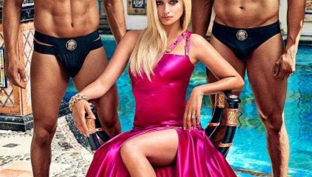 Penélope Cruz como Donatella Versace