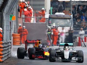 Lewis Hamilton y Daniel Ricciardo, en el GP de Mónaco de 2016