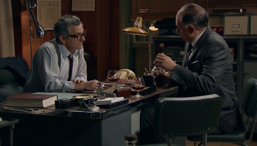 Félix Novoa le confiesa a Quintero que Nuria es su hija