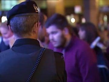 Frame 56.544149 de: ¿Cómo son las medidas de seguridad en los eventos multitudinarios en España?
