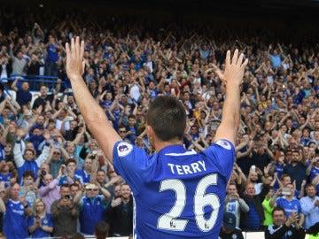 John Terry, despidiéndose de los aficionados del Chelsea