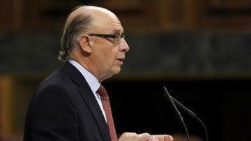 El ministro de Hacienda, Cristóbal Montoro, durante su intervención en el Congreso