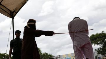 Un hombre recibe 85 azotes públicos en Aceh (Indonesia)