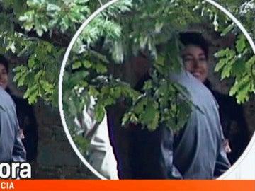 La sonrisa de Rosario porto mientras registran la casa donde habría muerto Asunta