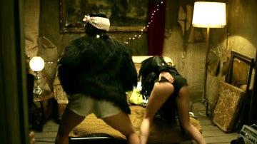 El sensual twerking de Tokio y Nairobi