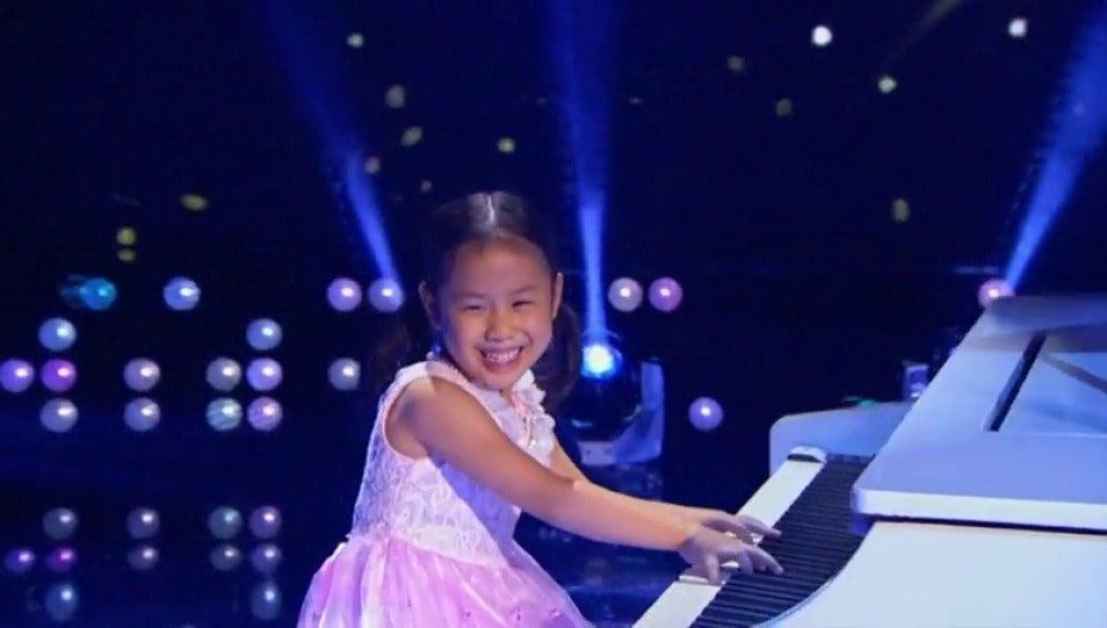 Frame 7.115171 de: La niña prodigio del piano