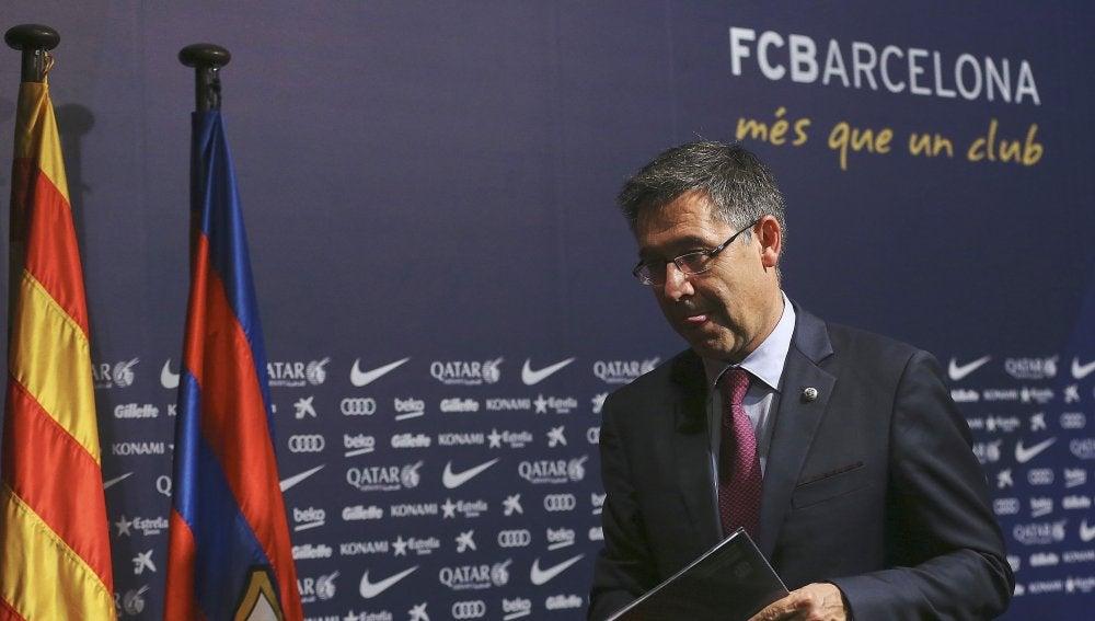 Bartomeu, saliendo de la sala de prensa del Barcelona