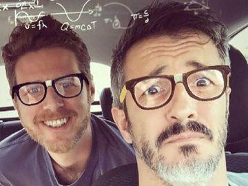 Los actores de 'El secreto de Puente Viejo' se convierten en unos gafapastas