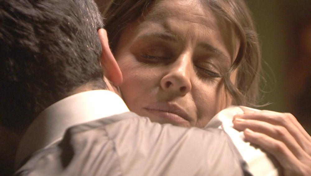 """Adela vuelve: """"Sentía que no podía vivir sin ti, Carmelo"""""""