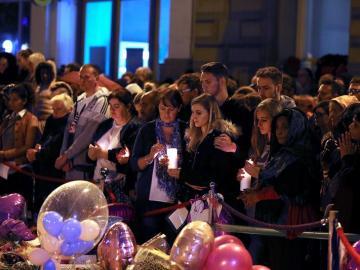 Cientos de personas participan en una vigilia