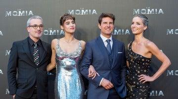 Los actores junto al director, Alex Kurtzman