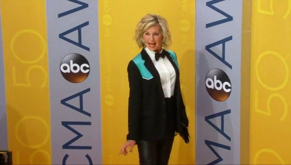 Frame 0.759702 de: Olivia Newton - John vuelve a padecer cáncer de mama y anuncia su recaída en las redes