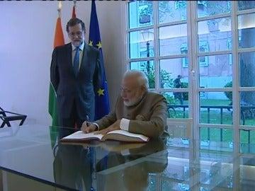 Frame 26.928 de: Rajoy y Modi elogian las reformas en India y España y apuestan por relanzar las relaciones bilaterales