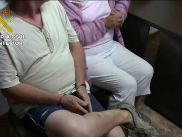 Frame 26.332425 de: Detenido un matrimonio británico por prostituir a sus hijas menores por dinero