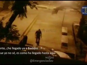 Frame 6.381951 de: Un hombre ebrio conduce por las calles de Sevilla y cree que está en Badajoz