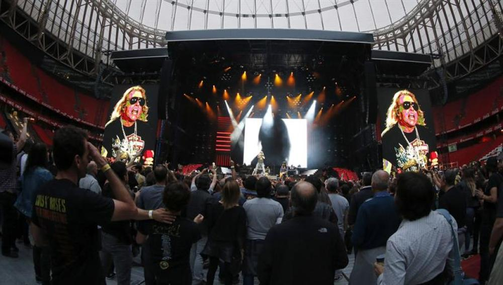 El grupo estadounidense Guns N' Roses durante el concierto en Bilbao