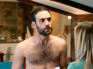 Carmen sorprende a Iñaki desnudo y con compañía