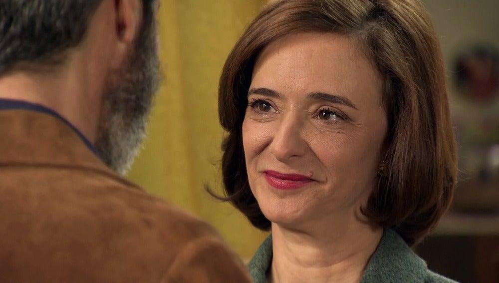 Con el corazón roto, Esteban despide para siempre a Rosalía