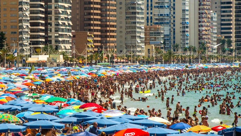 Playa de Benidorm en temporada alta