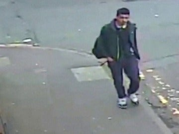Frame 11.690733 de: El terrorista recorre la ciudad antes del atentado