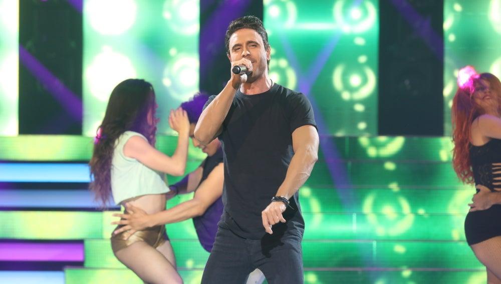 Adrián Rodríguez contagia de alegría convertido en Luis Fonsi cantando 'Despacito'
