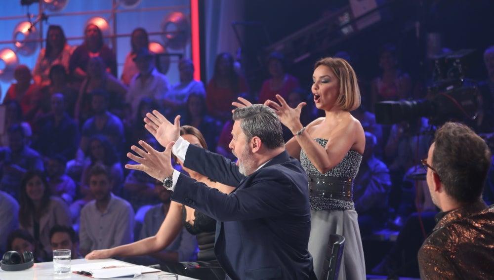 Mónica Naranjo y Chenoa cantan La Champions