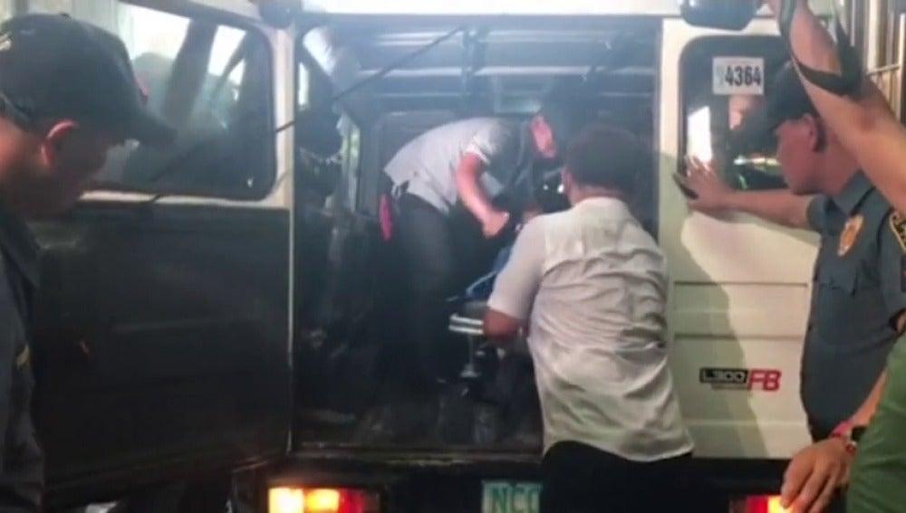 Frame 54.72721 de: Al menos 34 muertos en el asalto a un complejo de ocio de Manila
