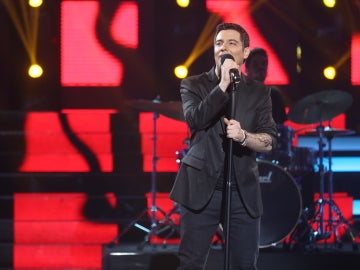 Fran Valenzuela enciende los versos como Alejandro Sanz con 'Cuando nadie me ve'