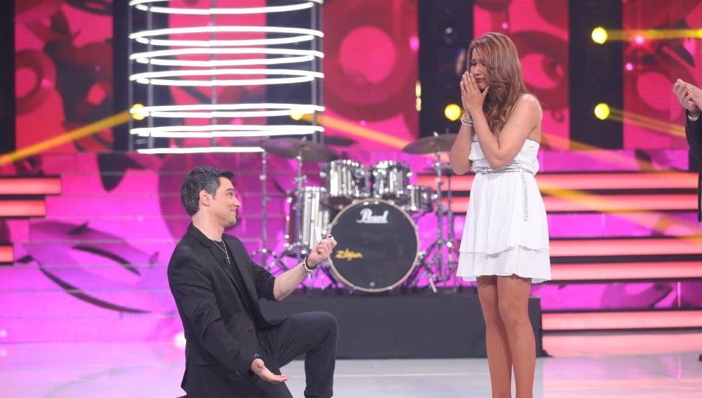 Fran Valenzuela le pide matrimonio a su pareja en 'Tu cara no me suena todavía'