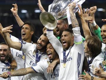 Sergio Ramos levanta la Duodécima Champions League del Real Madrid.