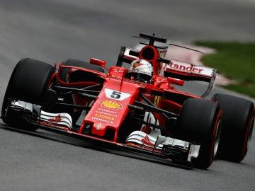 Sebastian Vettel, con el Ferrari
