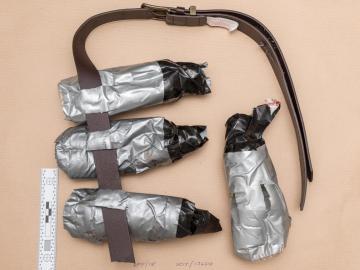 Cinturones explosivos falsos