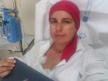 La paciente homenajeando a Amancio Ortega