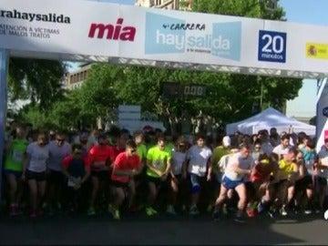 Frame 0.946666 de: La IV Edición de la Carrera 'Hay Salida' recorre este domingo las calles de Madrid contra la violencia de género