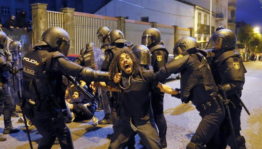 Los disturbios acaecidos en Santiago de Compostela.