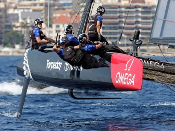 Los tripulantes del Emirates Team New Zealand