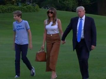 Frame 13.731804 de: Melania y Barron Trump se instalan en la Casa Blanca