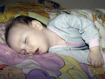 Anya Metyolkina mientras duerme